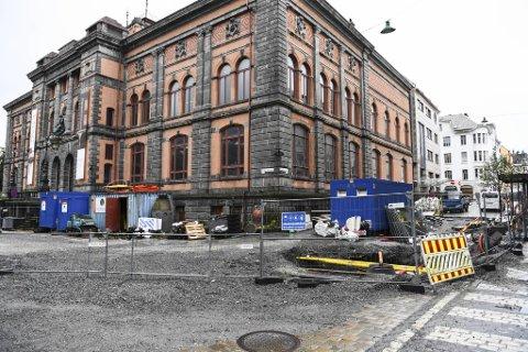 Slik har det sett ut utenfor interiørbutikken Fabelflora grunnet veiarbeidet i Olav Kyrres gate.