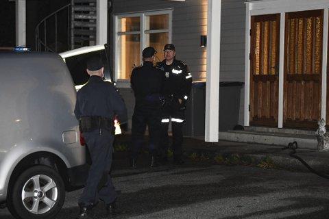 Politiet på åstedet tirsdag kveld.