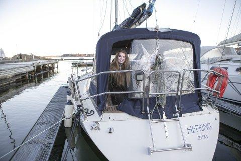 I sin egen 32-fots seilbåt bor og studerer Emilie Kathrin Vabø. – Jeg gadd ikke å bo i kollektiv, så da kjøpte jeg min egen båt. Jeg synes seiling er vanvittig gøy og bruker utrolig mye tid på det.