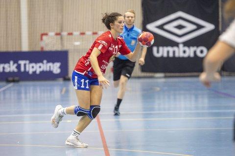 Fanas playmaker Celine Solstad (24) ble kåret til banens beste da Fana knuste Aker 34-29 søndag. Dermed har Fana for alvor meldt seg på i toppen av eliteserien.