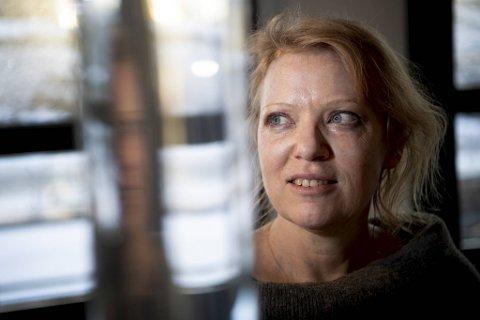 Kunstner Anne Katrine Senstad tror utstillingen «Music for plutocracy» på Galleri S12 kan bli et lystpunkt midt i en pandemi.