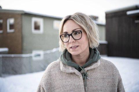 PERMITTERT: Salgssjef Sara Teodorsson fra Søreide har vært permittert i ti måneder fra taxfree-jobben på Bergen lufthavn. Med tre barn hjemme, derav to i barnehagealder, merker familien koronakrisen på lommeboken. Nå har regjeringen forlenget permitteringsordningen frem til sommeren.