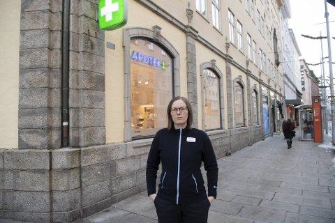 Svaneapoteket har blitt betydelig modernisert i løpet av årene. Nå forsvinner vel 250 kvadratmeter med historie. – Forståelig at folk reagerer, men sånn er det, hvis man skal drive lønnsom bedrift, sier daglig leder Kristin Nordang.