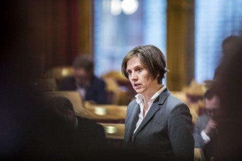Kjersti Toppe, helsepolitisk talsperson i Senterpartiet, tok opp bekymringen for arbeidspresset til kommuneoverlegene på Stortinget tirsdag.