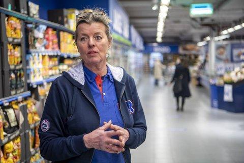 Etter 20 år på Laksevåg må Rema-kjøpmann Møyfrid Tysdal og hennes 22 ansatte ut. – Det har vært mange tårer og søvnløse netter. Per i dag har jeg ingen nye butikklokaler å flytte til.