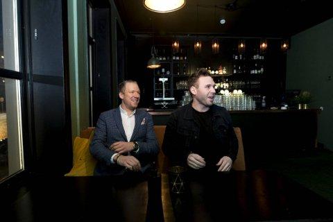 Deleiere i Skau Bar Anders Arskog Nesse og Anders Bøen Gravdal ser fram til å ønske gjester velkommen fredag. Nå til et helt nytt matkonsept.