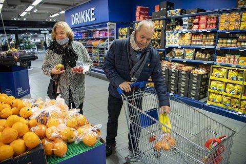 – Som kunder må vi prøve å påvirke huseier til å skifte mening, sier Bernhard Iversen, her med konen Torhild. Nå går han sammen med flere andre om å starte en underskriftskampanje.