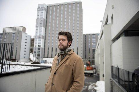 Eirik Steen-Olsen studerer på UiB og bor på Fantoft. Han har selv opplevd tøffe tak i løpet av pandemien.