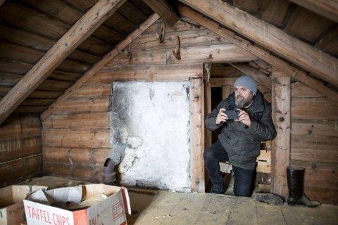 Linjeprodusent i Mer Film, Njål Lambrecht, er ute på Osterøy for å finne lokasjon til den nye filmen.