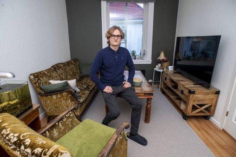 Etterspørselen i utleiemarked følger koronarestriksjonene. Sivert Harang (24) kjøpte sin første leilighet i høst og leide ut det ene rommet på en korttidskontrakt. Nå sliter han med å få rommet utleid.