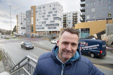 Rema 1000 har gitt en av sine mest erfarne kjøpmenn, Jarle Lilletvedt, oppdraget med å kuppe dagligvarekunder på Lagunen. Den nye Rema-butikken skal ligge i første etasje av den hvite boligblokken i bakgrunnen.