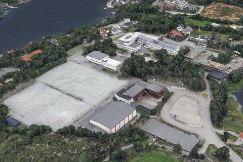 Her, på grusbanene ved Bildøyhallen, ønsker Øygarden å bygge sitt nye hjem.