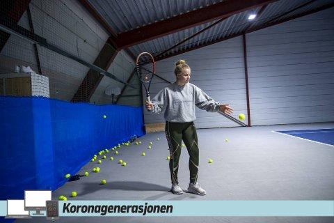 Alexandra Tangerås spiller tennis. Hun forsøker å gjøre det beste ut av det som har vært et veldig utfordrende år for henne.
