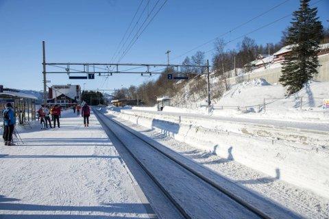 Kun et fåtalls ungdommer har lagt turen til Geilo i helgen., men for det meste er det barnefamilier som tilbringer denne helgen i skibygden.