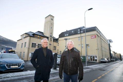 Den gamle notfabrikken i Kanalveien med det karakteristiske tårnet kan få inntil 75 nye boenheter. (Fra v.) Tor Fredrik Müller og Birger Grevstad har suksess med å kombinere næringslokaler med bolig flere steder i Bergen.