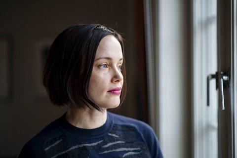 Ingebjørg Berg Holm har lagt handlingen i sin nye psykologiske spenningsroman til Bergen og Svalbard. I et verdensperspektiv - to spesielle steder, mener hun.
