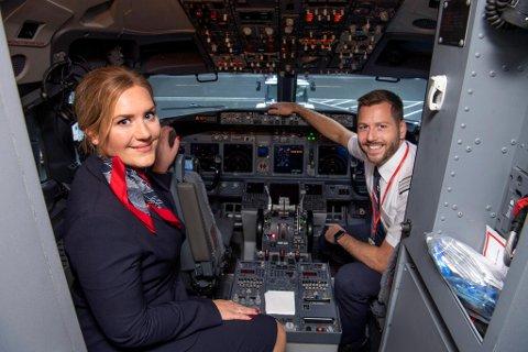 Norwegians base på Flesland ble fredag gjenåpnet etter koronakrisen. Ekteparet Maria (37) og Thomas Ese Meinertz (38) fra Kråkenes gleder seg over at de endelig kan fly fra Bergen lufthavn igjen. Mange kolleger har mistet jobben.