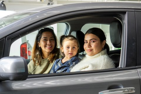 Yesenia Pastora og datteren Aurelia Christina var på søndagstur med Bruuna Komaki (til venstre).