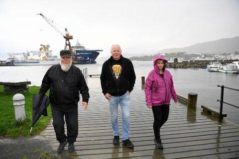 Arild Helle (i midten) ønsker at Laksevåg-kranen blir jevnet med jorden. Her er han avbildet med Ronny Myrback og Heidi Fron.