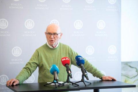 Smittevernoverlege Kjell Haug tror det er på tide å tenke på korona som en variant av influensa.
