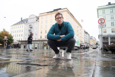 Thor Haakon Bakke varsler at det kommer en plan for opprustningen av bygulvet vårt.