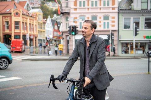 Reidar Thorstensen er mildt sagt oppgitt over at kommunen vil gjøre det han mener er en dårlig sykkelrute enda dårligere.