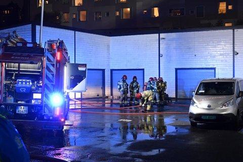 Det brøt ut brann i et verksted for el-sparkesykler torsdag kveld.