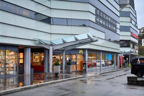 Arbeidsforholdene ved McDonald's Arken i Åsane sto til stryk. Etter sommeren er det iverksatt en rekke tiltak for å bedre forholdene.