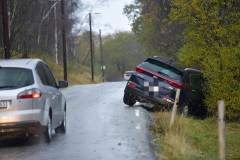 Det ble vanskelig å krongle seg frem på den smale omkjøringsveien via Kvamsvegen.