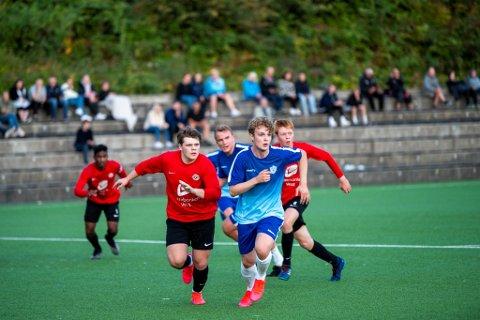 Sander Nordhagen og TIF Viking rykker opp til 6. divisjon. Her fra 2-1-seieren mot Arna-Bjørnar.