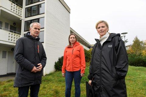 Tilbudet som er planlagt i Nyhavn er en utrolig dårlig løsning, mener Erik Nilsen, Karina Fossmark og Randi Amundsen. I området ligger både skole og barnehage. Beboerne har ved flere anledninger tatt opp frykten for hva rusboligene kan gjøre med nabolaget.