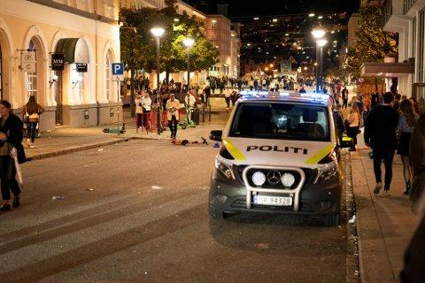Politiet fikk nok å henge fingrene i natt til søndag.