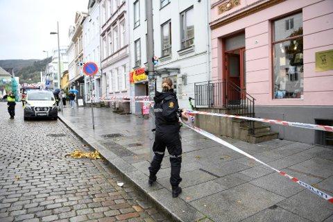 Politiet sperret av et større område i Vestre Torggaten.