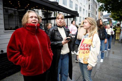 Emma Gimse, Ingrid Kvadsheim og Marte Sæterbø bor i Vestre Torggaten 16 og ble evakuert.