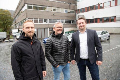 – Vi håper at dette kan bli et langvarig samarbeid, sier Daniel Eikeland. Her sammen med Einar Jakobsen, som er ansvarlig for gjennomføringen, og David Faukner Bendiksen.