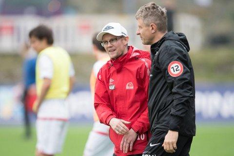 Magne Nilsen (t.v) er trener for Sandvikens herrelag. Her fra en tidligere cupkamp mot Brann.