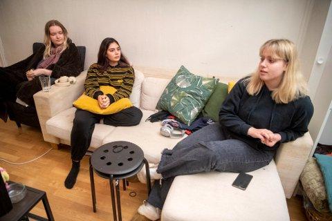 Amanda Straume, Shania Gjerde og Ingrid Kvadsheim er lettet over å kunne flytte hjem igjen.