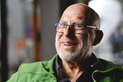 – Det var krevende og spennende å være sjefredaktør i BA, sier Olav Bergo. Fredag fylte den spreke gubben 75 år.