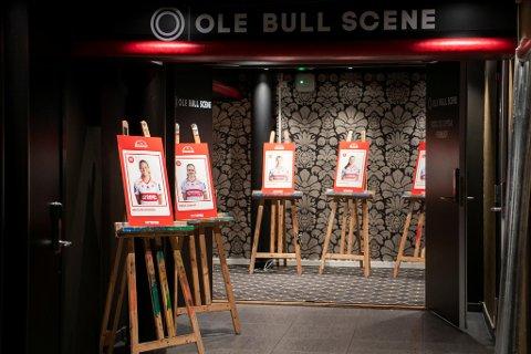 Nå er Sandviken-bildene på plass på Ole Bull scene.
