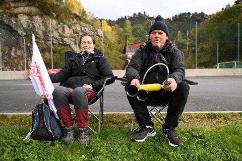 Jim og Monica Stavenes er alltid på Stemmemyren når på Sandviken spiller.