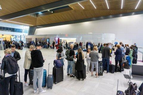 De som skulle sjekke inn hos Vueling Airlines på Flesland på lørdag, måtte smøre seg med tålmodighet.