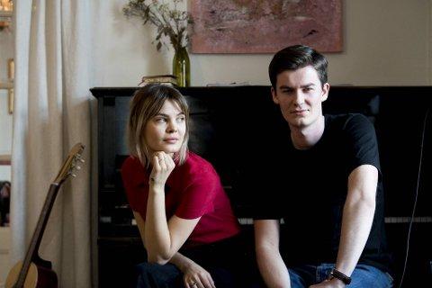 Nå vil vi jobbe så mye som mulig med musikken for å finne vårt uttrykk, forteller Charlotte Ljones (23) og Mathias Røyrvik (24).