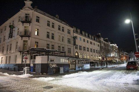 Denne husrekken på Engen, med Fotballpuben på hjørnet, har nå skiftet eier.