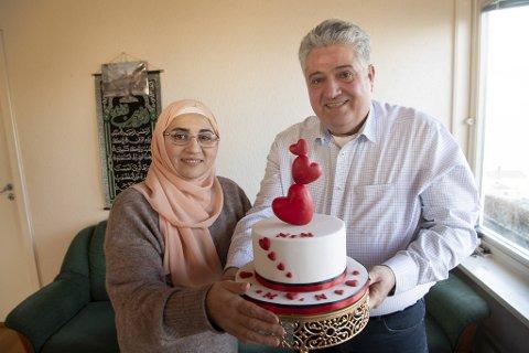 Nahida Hasria og Mahmoud Natour er selvlærte kakekunstnere. Denne valentines-kaken har de laget til seg selv.