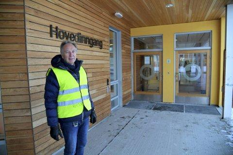 Børje Helander er rektor ved Landås skole. Der har de hatt en utfordrende logistikk på rødt nivå.