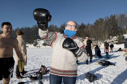 Merete Nodland fikk påvist lungekreft sommeren for to år siden. Siden har kvinnen fra Fyllingsdalen kjempet en seig kamp mot sykdommen. Neste runde i ringen går kanskje i Tyskland. Her trener hun kickboksing på Nordåsvatnet.