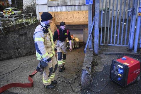 Brann og politi var på med utstyr tirsdag ettermiddag.