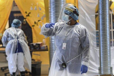 En koronaprøve blir først analysert. Dersom den er positiv blir den så sekvensert for å sjekke om det dreier seg om et mutert virus.
