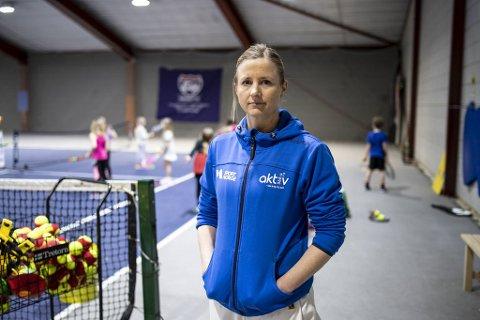 Om noen måneder pakker Lucie Sejrup sammen tennisballer og utstyr på Paradis for siste gang, et sted hun har jobber i 16 år. Når banene der blir omgjort til såkalt padel-tennis (en blanding av squash og tennis), er det kroken på døren for Nesttun Tennisklubb.