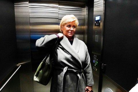 Fremskrittspartiets leder Siv Jensen på vei ut etter pressekonferansen hvor hun kunngjorde at hun trekker seg som partileder.